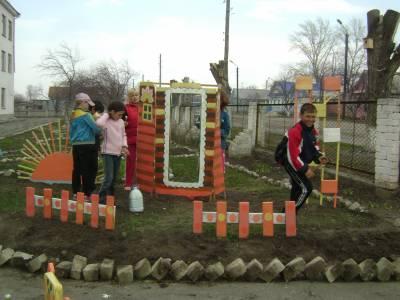 Украшаем Школьный двор - 5 Мая 2011 - Сайт МОУ СОШ 2 гСенгилея